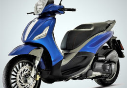 Piaggio Beverly 300s Test Ride Moto in Action