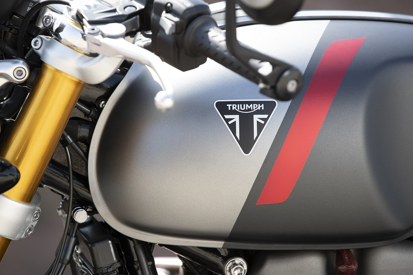 Thruxton RS - Triumph triangle badge