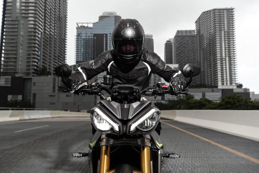 Speed-Triple-1200-RS---Hero-Riding-15