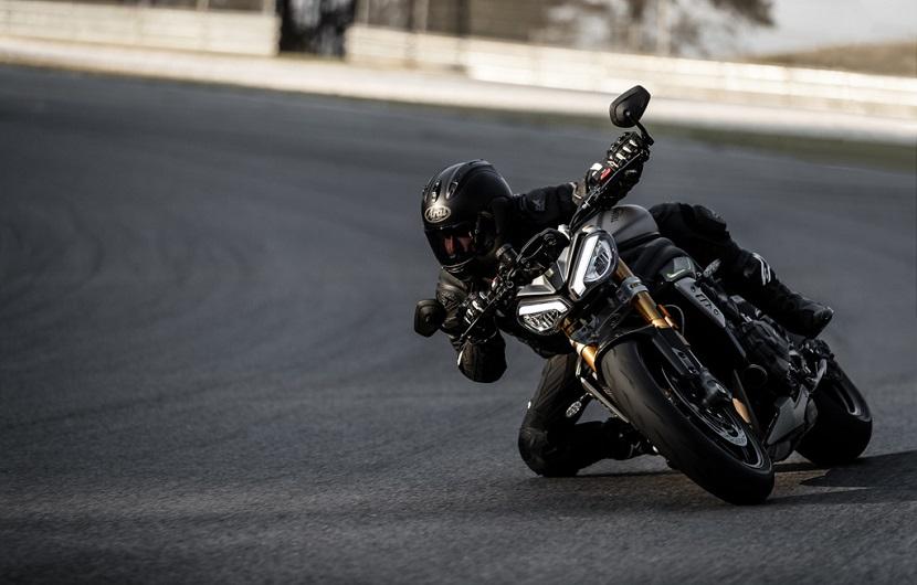 Speed-Triple-1200-RS---Hero-Riding-5